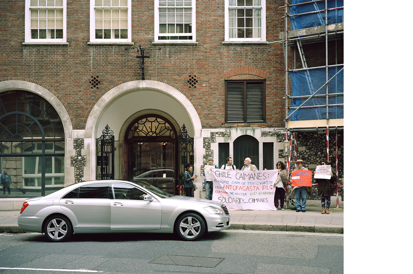 A moment of confrontation between a stakeholder of Antofagasta Plc. and activists protesting for their water rights. From 'Antofagasta Plc. Stop Abuses! (from 'Copper Geographies'), Church House, Westminster, London, 2013 © Ignacio Acosta
